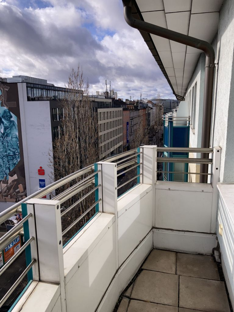 Balkon1 768x1024 - 2-Zimmer-Wohnung in zentraler Lage direkt am Hauptbahnhof