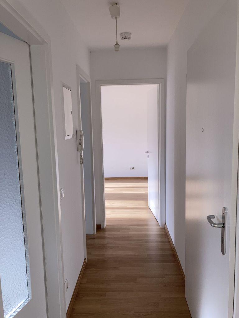 Flur 768x1024 - 2-Zimmer-Wohnung in zentraler Lage direkt am Hauptbahnhof