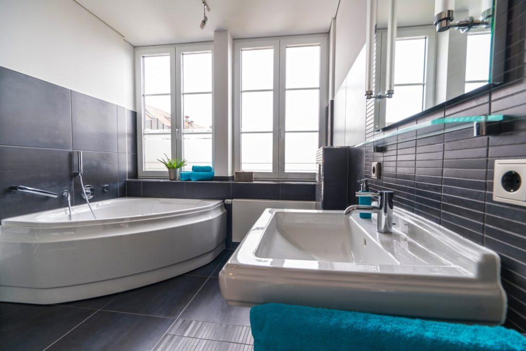 Bad der exklusiven Dachgeschoss-Wohnung am Ostbahnhof