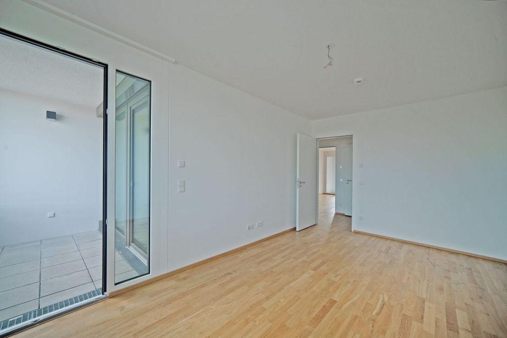 Schlafen mit Blick zur zweiten Loggia 1024x682 - Neubau! Erstbezug! Moderne 3-Zimmer-Wohnung mit Einbauküche und Loggia (Whg. 07.12)