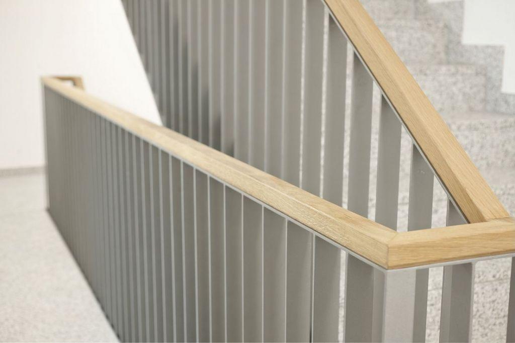 Treppenhaus Detail 1024x682 - Neubau! Erstbezug! Moderne 3-Zimmer-Wohnung mit Einbauküche und Loggia (Whg. 07.12)