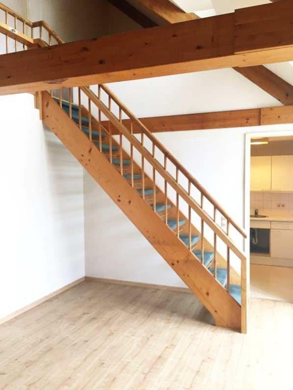 Gleichmannstrasse Treppe zur Galerie - Große 2-Zimmer-Wohnung mit Galerie am Pasinger Bahnhof