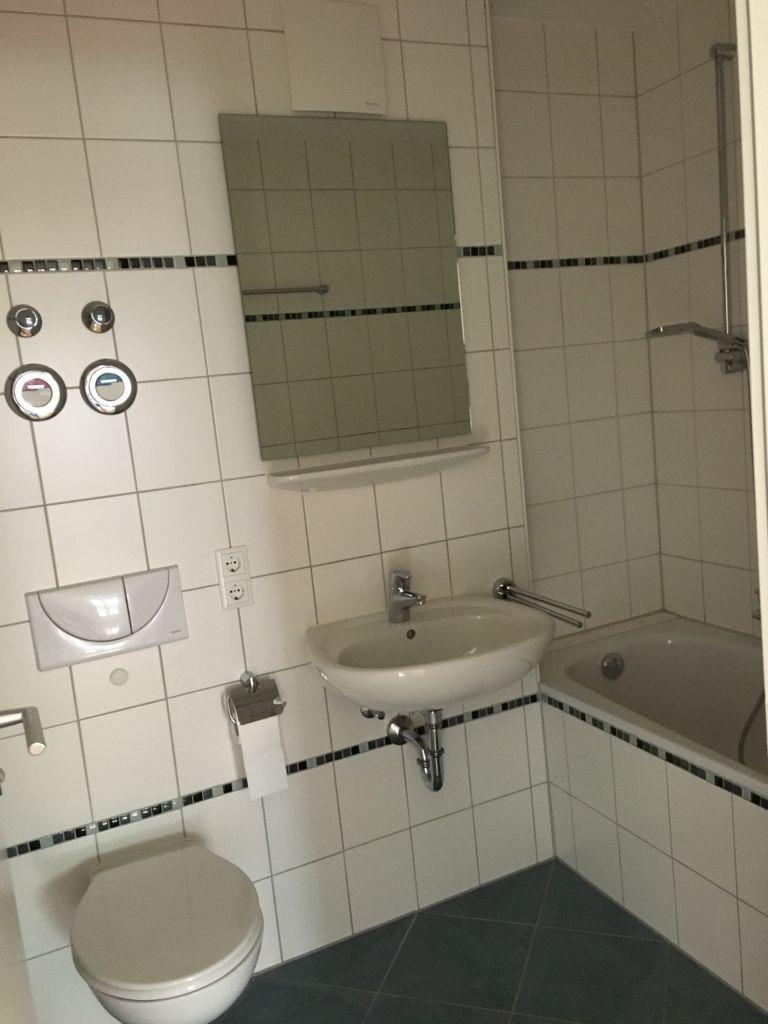 Bad 768x1024 - München Modell! 4-Zimmer-Wohnung am Nymphenburger Schlosspark