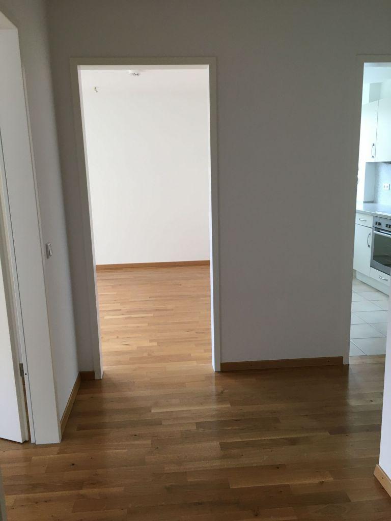 Flur 2 768x1024 - München Modell! 4-Zimmer-Wohnung am Nymphenburger Schlosspark