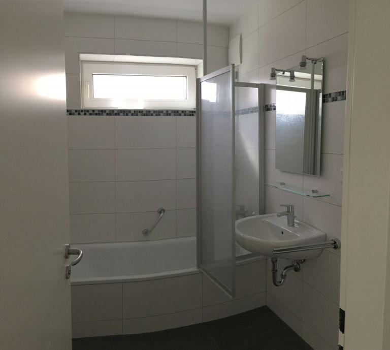 Badezimmer Vergleichswohnung 768x689 - 3-Zimmer-Wohnung mit zwei Balkonen am Hirschgarten
