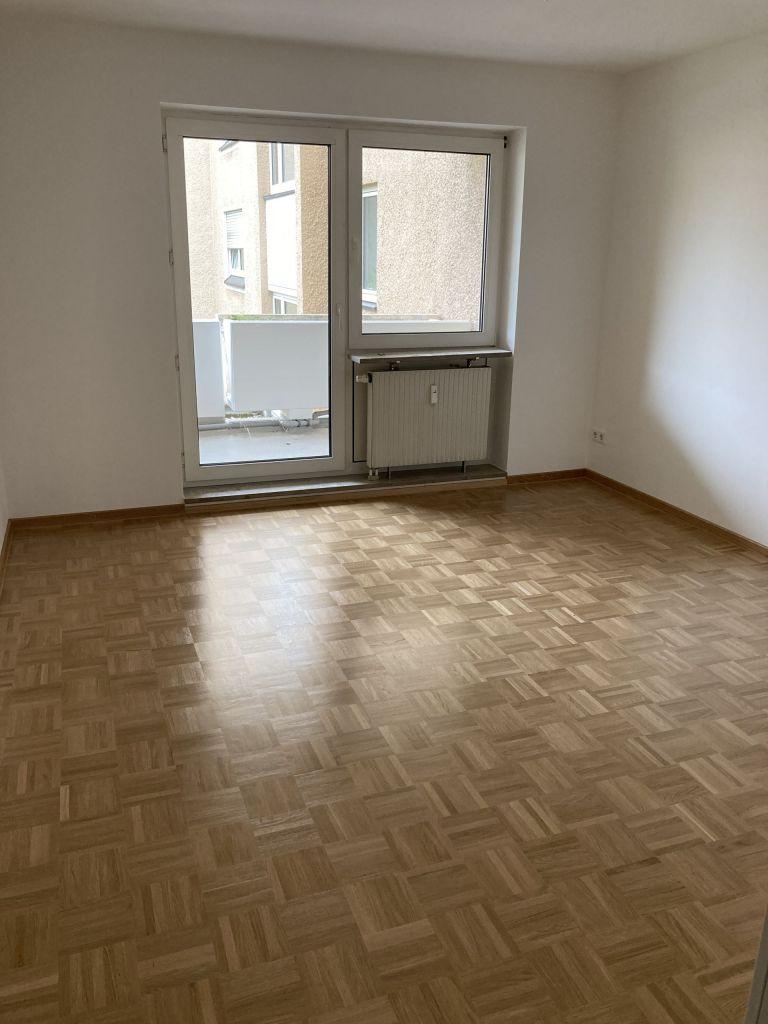 Schlafzimmer 768x1024 - 3-Zimmer-Wohnung mit zwei Balkonen am Hirschgarten