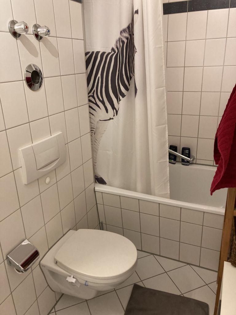 Badezimmer 768x1024 - 2-Zimmer-Wohnung im Zentrum Münchens