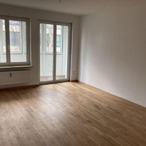 Wohnzimmer (Blick zum Glaserker)
